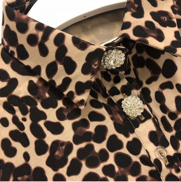 Buttons and dote leopard collor