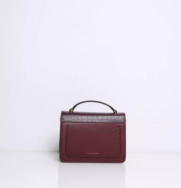 Daily handbag with a contempary design. Cowhide with crocoprint. Lining in suedine fabric